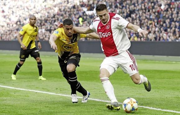Tadic is zijn transfersom van 11,4 miljoen euro dubbel en dwars waard [video]