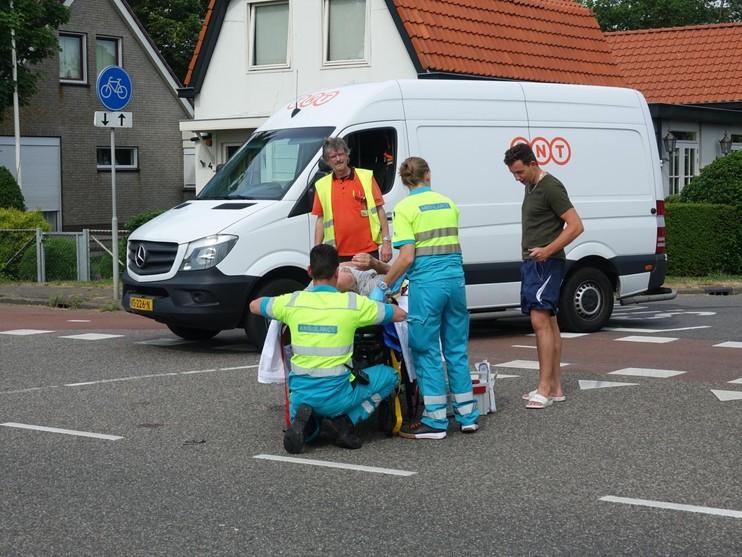 Fietser gewond bij aanrijding met bestelbus in Limmen