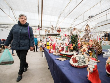 Winkelen bij de kerstmarkt in Hazerswoude-Dorp