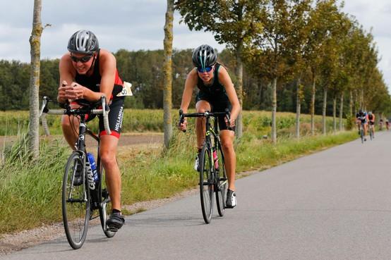 Michael Emmerik doet kunstje van triatlon Anna Paulowna dunnetjes over in Abbekerk