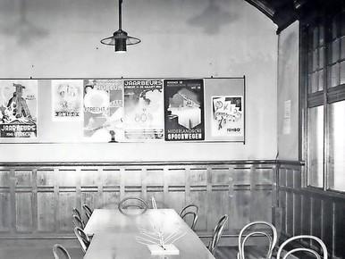De wachtkamer tweede klasse, begin jaren '50.