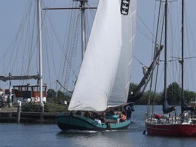 Enkhuizer skûtsje vierde in Friesland