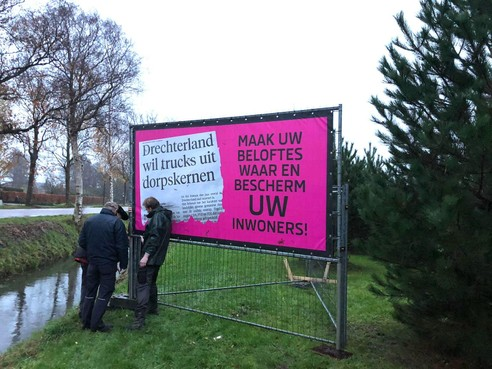 Bewoners Zuiderdracht plaatsen borden tegen overlast vrachtverkeer (update)