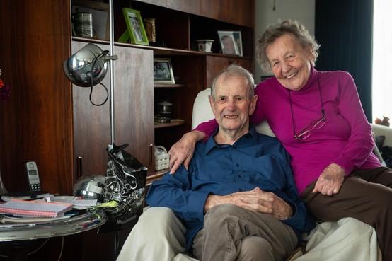 Platina aan de Peereboomweg in Broek in Waterland: echtpaar Suykerbuyk 70 jaar getrouwd