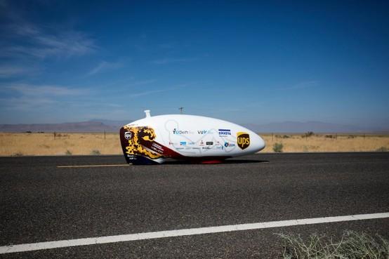 Fietser sneller dan cheeta in Nevadawoestijn [video]