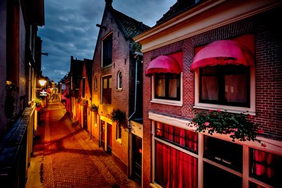 Burgemeester van Alkmaar blijft bij 21 jaar voor sekswerkers