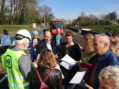 Actievoerders blokkeren HOV-'snelbusbaan'