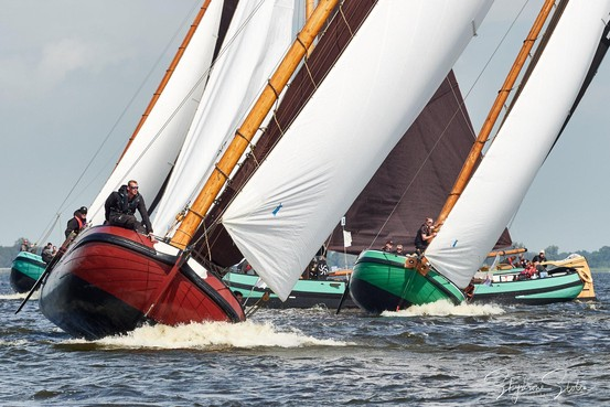 Stormachtige kampioenskippen Skûtjesilen eindigt voor De Drie Haringen op plek negen