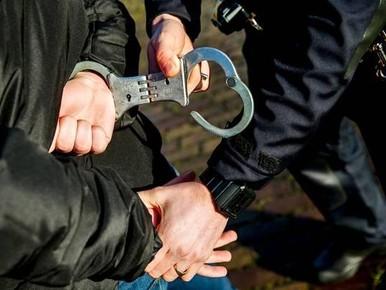 Haarlemmer bedreigt buurvrouw en beledigt agenten