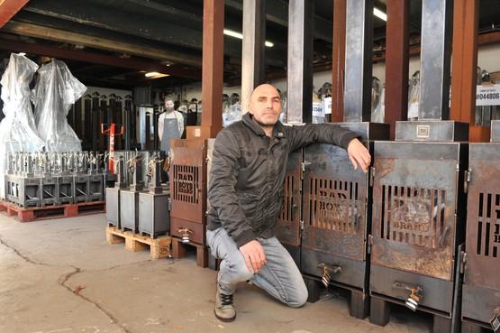 Hapering in productie barbecues van gedetineerden