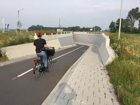 Veiligheid: strepen en pijlen in fietstunnels Koggenland