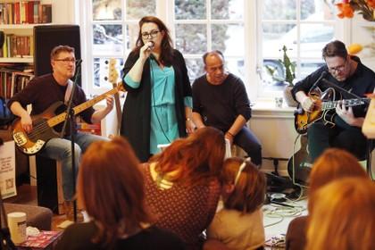 Lekker gluren bij het concert van de buren in Hilversum