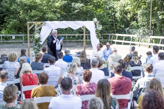 Marjolein en Rick trouwen op Hippisch Centrum Velsen