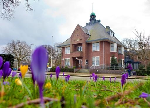 Politiek: Gemeentehuis Heiloo meenemen in plannen voor dorpscentrum