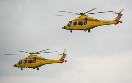 Helikopter op weg naar Den Helder wijkt uit voor F16