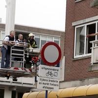 De politie heeft regelmatig de handen vol aan verwarde mensen in de regio, zoals hier (jaren geleden alweer) in Huizen.