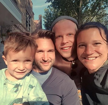 Steun voor regenbooggezin trouwambtenaar Edam-Volendam: 'Accepteer ons, waarom mogen wij niet bestaan?'