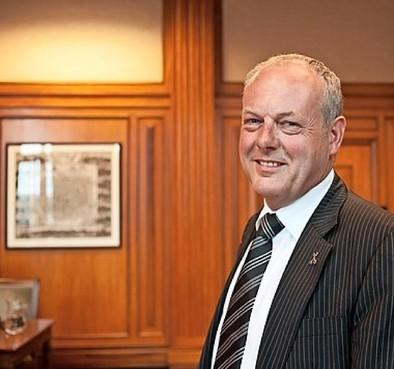 Burgemeester sluit koffiehuis Öz