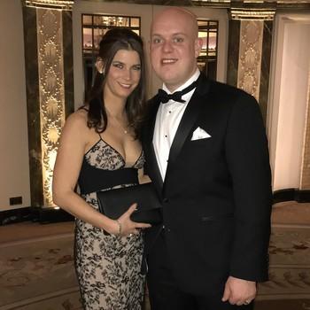 Michael van Gerwen en zijn vrouw Daphne. © twitter Michael van Gerwen