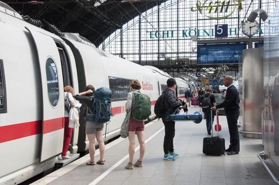 Vooral treinen naar Duitsland en Scandinavie zijn te lang onderweg. Vliegtuig wint meestal