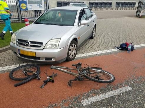 Gewonde en doormidden gebroken mountainbike bij ongeluk in Zwaag