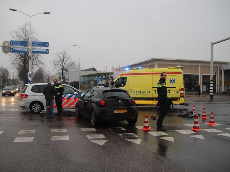 Fietser raakt gewond bij botsing op kruispunt in Lisse