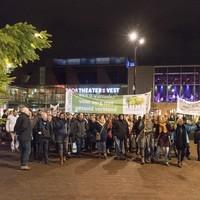 Ruim vijftig actievoerders trokken gisteravond richting raadszaal. Het mocht niet baten.