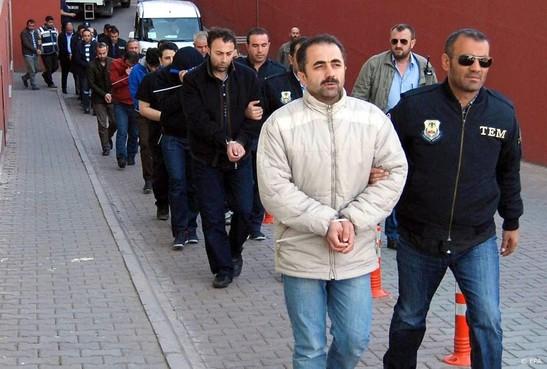 Turkije zoekt meer dan 1000 'Gülen-verdachten'