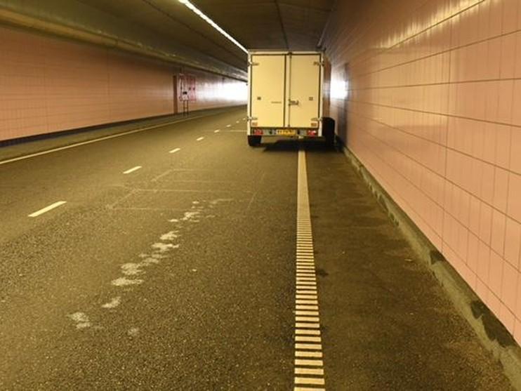 Schipholtunnel richting Plesmanlaan weer vrij na aanrijding [update]