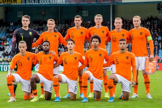 Jong Oranje kleurt AZ-rood in wedstrijd tegen Cyprus [video]