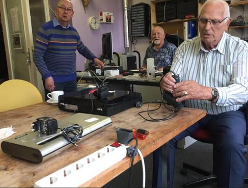 Hometrainer van €1800 voor 35 cent gerepareerd; triomf in Helders repaircafé [video]