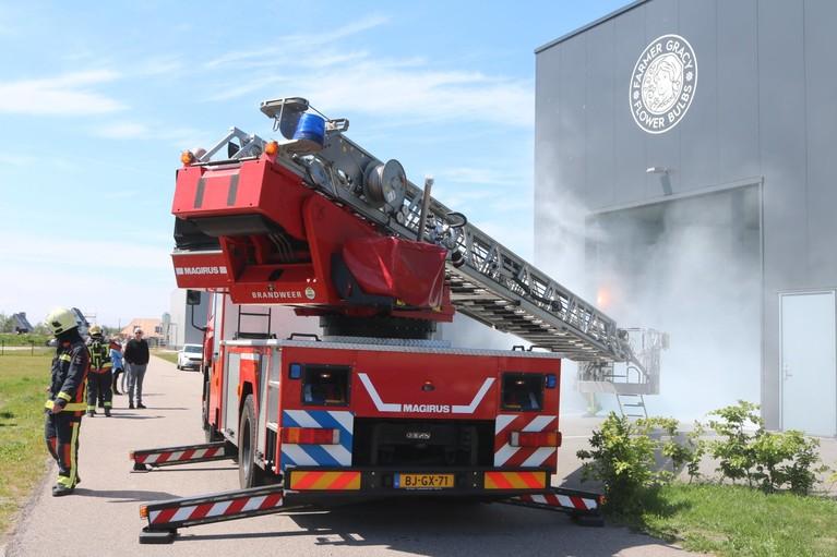 Veel rook bij brand in bollenbedrijf in Noordwijkerhout