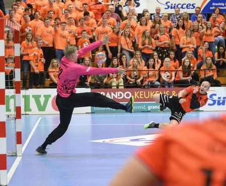 Handbalploeg Volendam strijdt dankzij winst op Aalsmeer tegen diezelfde club om landstitel