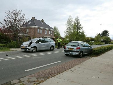 Automobilist gewond door botsing in Voorhout