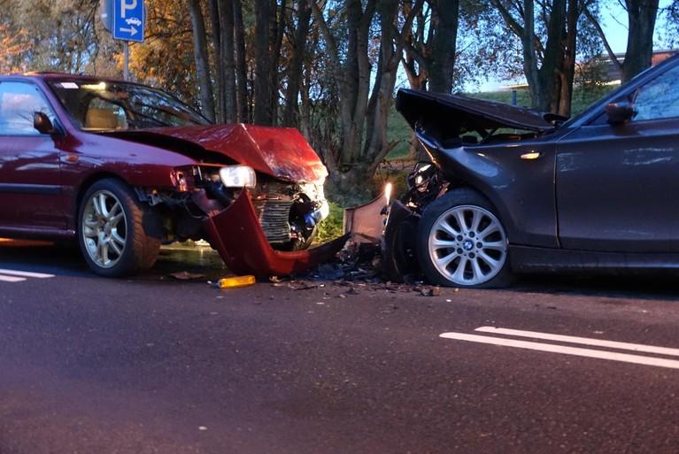 Automobilisten gewond bij frontale aanrijding in Hoorn
