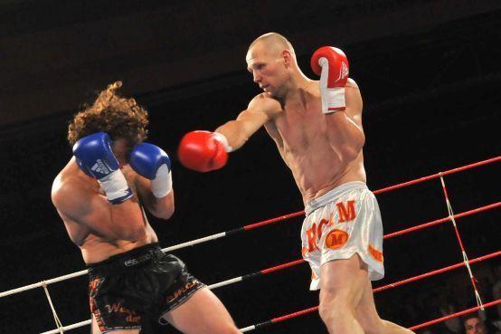 Voormalig wereldkampioen Braan geniet van optreden in zaal vol bekenden: Klassiek in de vechtsport [video]