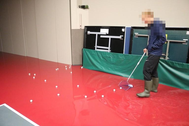Hevige regenval zet tafeltennishal in Katwijk blank