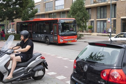 Onderzoek naar andere route bus 341 door wijk Floriande in Hoofddorp