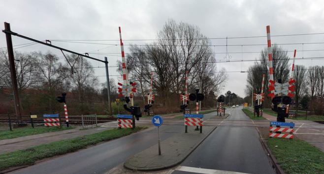Alex Steenbeek uit Dirkshorn was de 'zwaaier' bij incident op spoorwegovergang in Hoorn