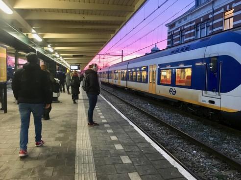 Hoog uitvalspercentage op traject Amsterdam-Hoorn-Enkhuizen, defecte treinen lijken boosdoeners