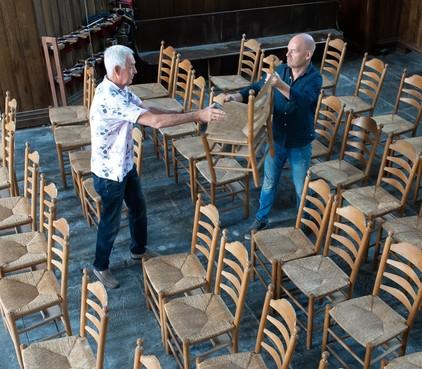 Zaandamse Bullekerk doet stoelen voor een prikkie weg