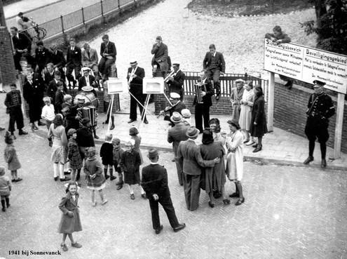 Opening Duitse bunker in Wijk aan Zee op Bevrijdingsdag: 'Vrijheid is voor mij frisse lucht!!'