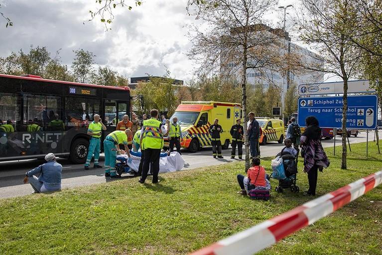 Vier gewonden bij botsing vrachtwagen met lijnbus bij Schiphol
