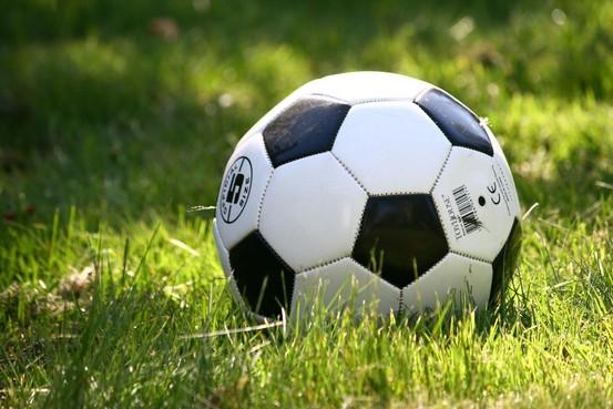 Langdurige schorsing voor jeugdspeler van De Blokkers na mishandeling scheidsrechter: 'Hij stond bekend als voorbeeldspeler'