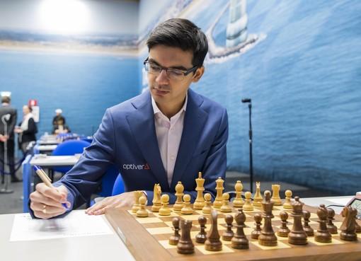 Schaker Giri wint opnieuw in Wijk aan Zee