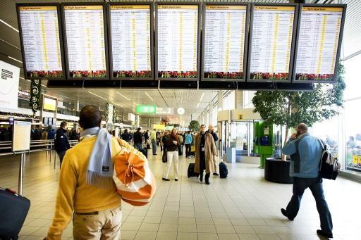 Schiphol waarschuwt: zondag mogelijk vertragingen door sneeuwval