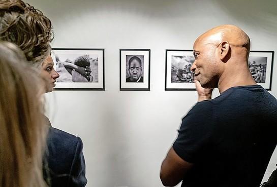 'Koken met foto's van Humberto': eerste expositie van Tan in Merlet als onderdeel Kunst10Daagse Bergen