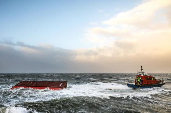 Opinie: in plaats van troep opruimen, zorgen dat het simpelweg niet in de zee komt