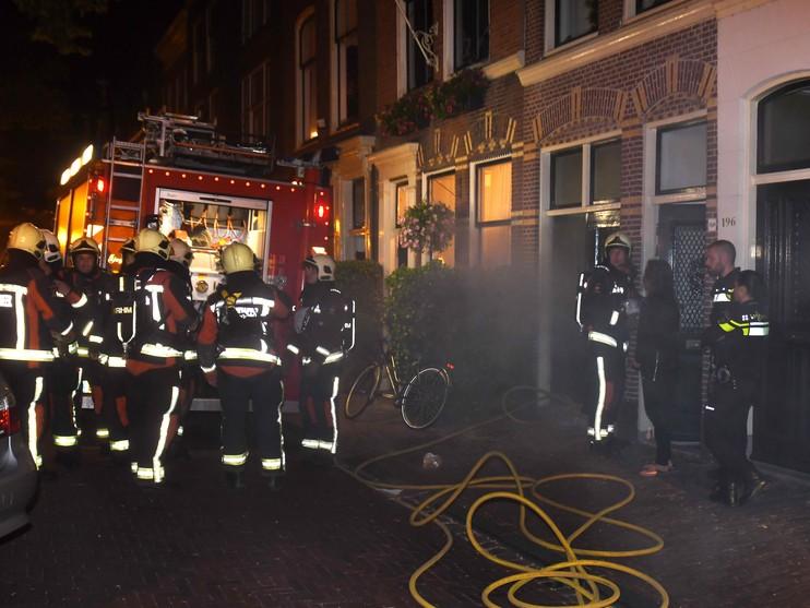 Huizen in de rook door brandje op balkon in Leiden