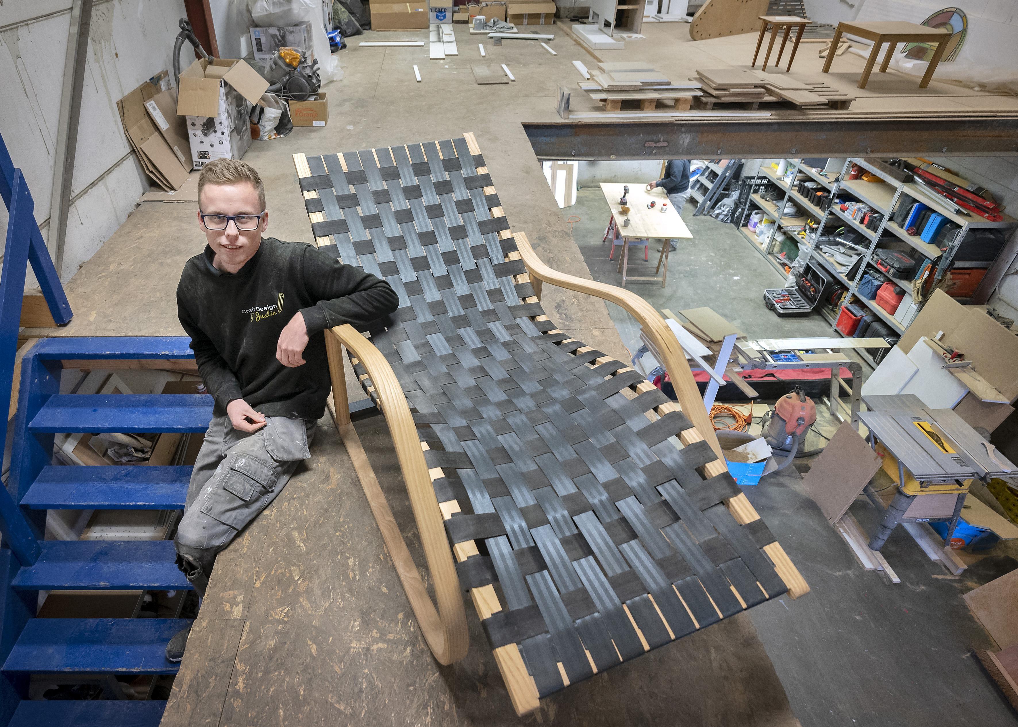 Justin de Haan opent eigen meubelmakerij in IJmuiden. 'Ik maak meubels tot op de millimeter precies' - IJmuider Courant